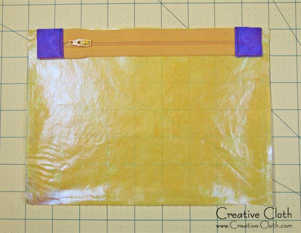 Free Tutorial - How to Make an Easy Zippered Makeup Bag