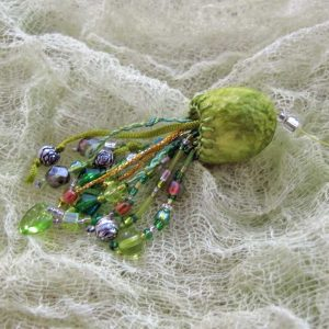 How to Make Mini-Tassels using Silk Cocoons